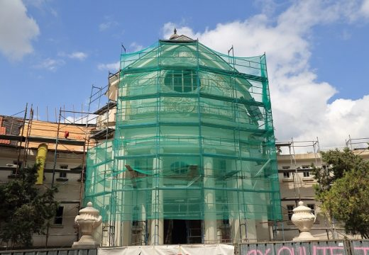 Изграждат 25-метров плувен басейн в банята в Банкя (снимки)