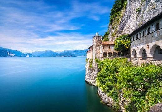 Швейцарско село продава къщи по 80 пенса