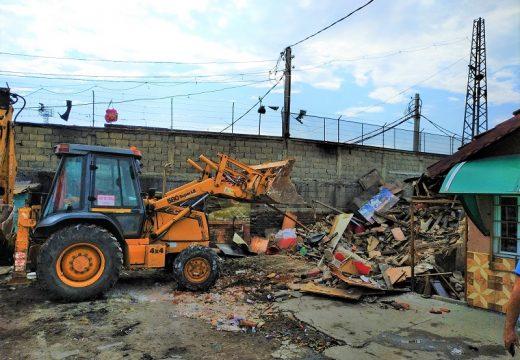 Бутат незаконни постройки в Бургас