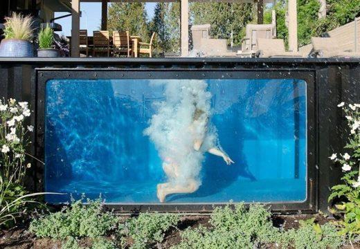 Транспортен контейнер се превърна в чуден басейн