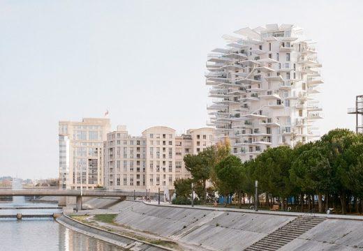"""Жилищна сграда се """"разлисти"""" във Франция"""