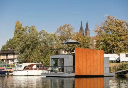 Плаващ дом в Прага предлага страхотни гледки