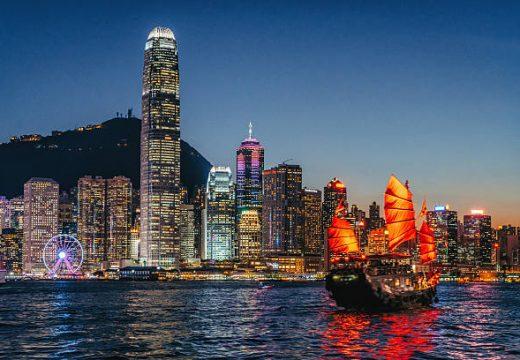 Цените на имотите в Хонконг се сринаха с 20%