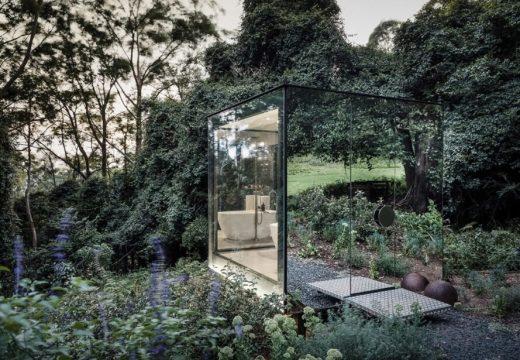 Самостоятелна баня, изчезваща в пейзажа