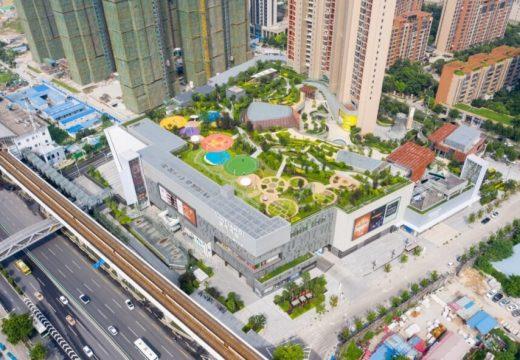 Обществен парк се появи на покрива в мол