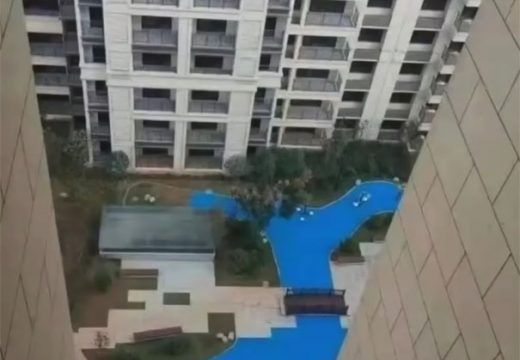 Собственици получиха синя боя вместо езеро в комплекс