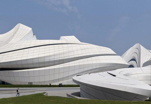 Zaha Hadid Architects завършиха новата си шеметна сграда