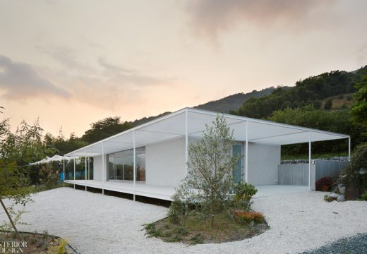 """2idArchitects заимстват традицията """"Енгава"""" за модерна японска къща"""