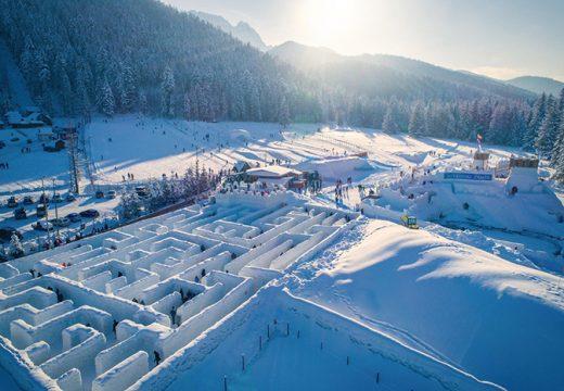 Снежен лабиринт в Полша е голям колкото 10 тенис корта