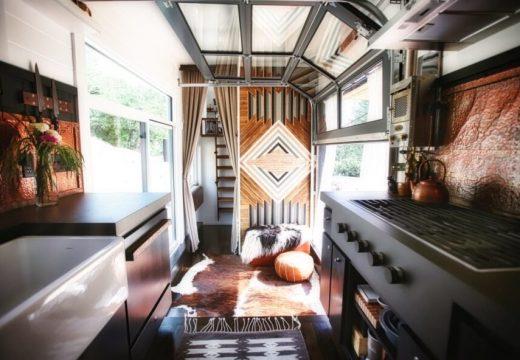 Впечатляващ дом изграден от семейство, желаещо да види света