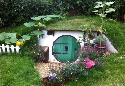 Хобитова къща в задния двор