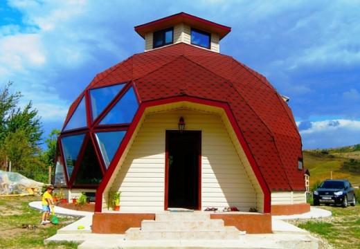 Уютен дом от геодезичен купол