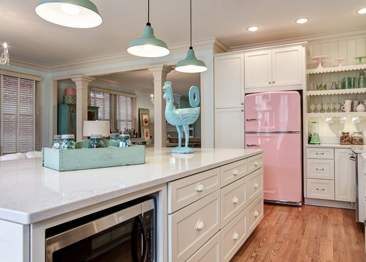 1441921633-pink-vintage-kitchen
