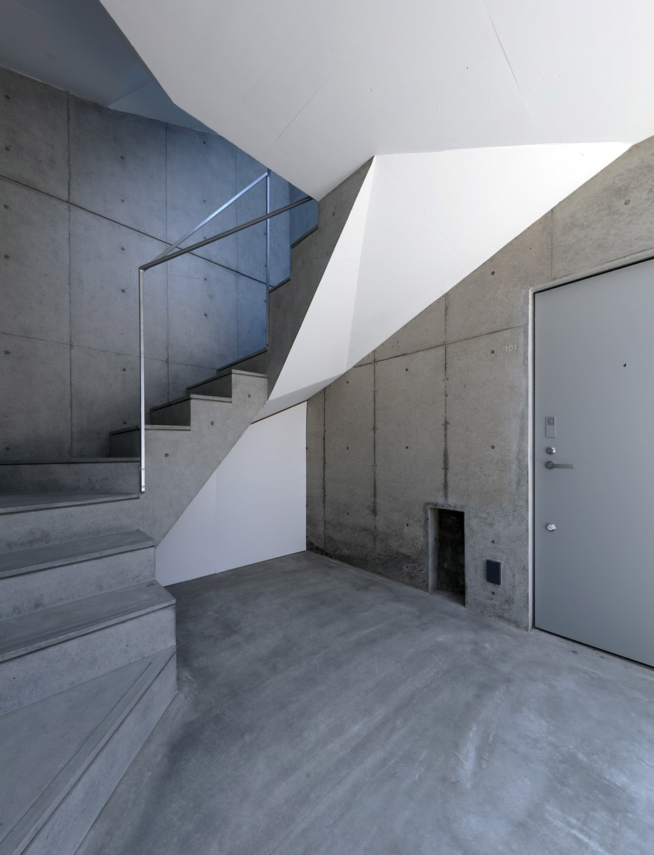 hikone-studio-apartments-alphaville-architects-residential-concrete-japan-_dezeen_936_9