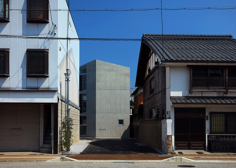hikone-studio-apartments-alphaville-architects-residential-concrete-japan_dezeen_1568_0