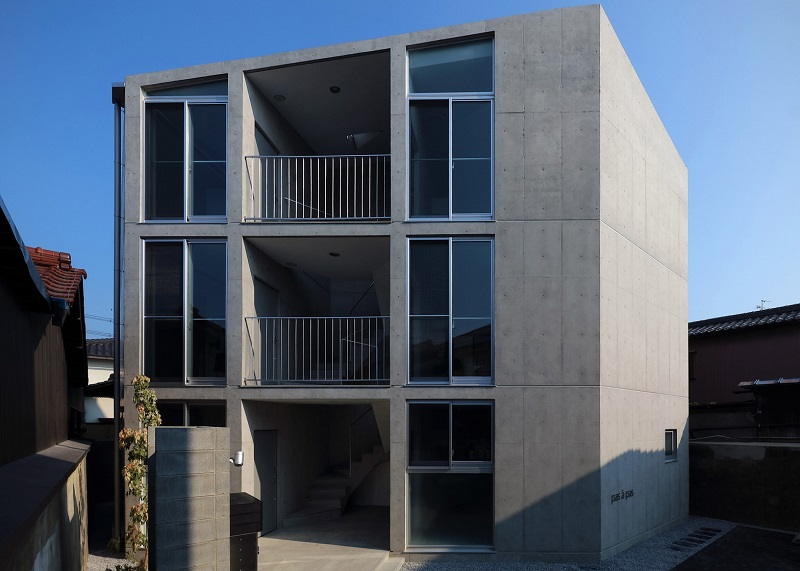 hikone-studio-apartments-alphaville-architects-residential-concrete-japan_dezeen_1568_1