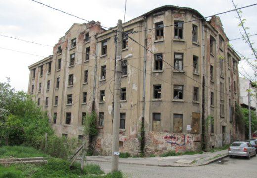 Институциите нехаят за тютюневия склад в София