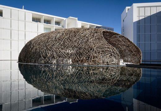 Плаващ ресторант с формата на гнездо