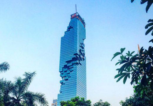 Небостъргач в Банкок е като построен с лего (видео)