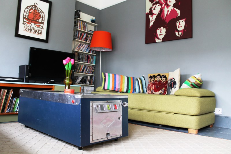 60s-style-room-with-pinball-table-as-coffee-table-1