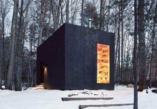 Малка сгушена библиотека в гората