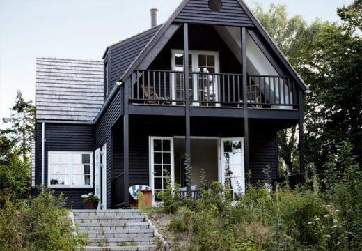 Черен цвят за мистериозни къщи