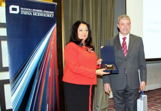 Лиляна Павлова с награда за цялостен принос в областта на пътната безопасност