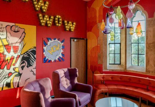 Викториански замък се превръща е офис за щастливи хора