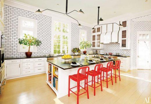 30+ идеи за кухни с цветен акцент