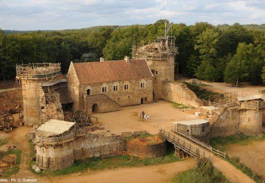 Строят замък със средновековни строителни техники (видео)