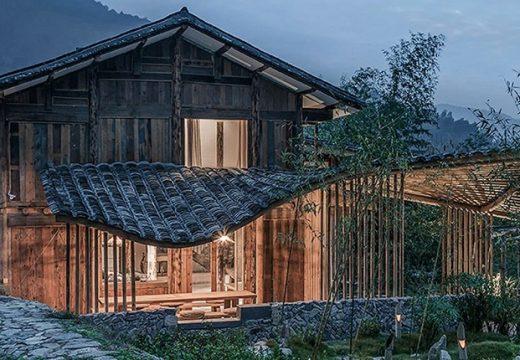 Вълнообразен покрив на хижа имитира планинския склон