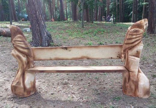 Новото любимо място в Котел е Крумовата пейка
