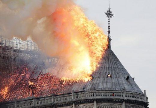"""Работниците по ремонта на """"Нотр Дам"""" пушели в Катедралата"""