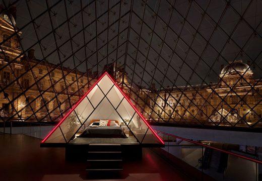 Вече може да спите в стъклената пирамида на Лувъра
