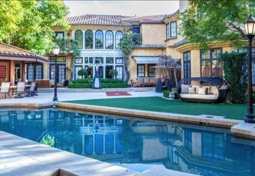Чарли Шийн продаде имението си в Бевърли Хилс с огромна загуба