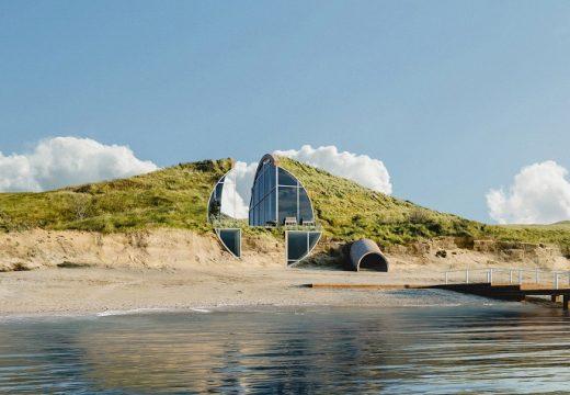 Еко ваканционна къща е вкопана в дюна