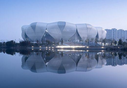 Стадион е оформен като цветето лотос