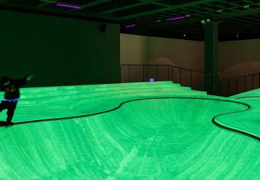 Скейтпарк в Минало свети по невероятен начин