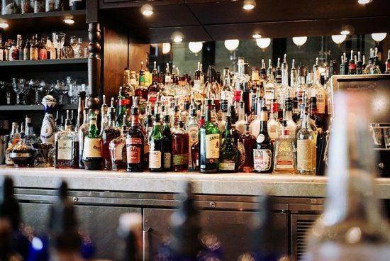 Забраниха алкохолните обиколки на баровете по морето