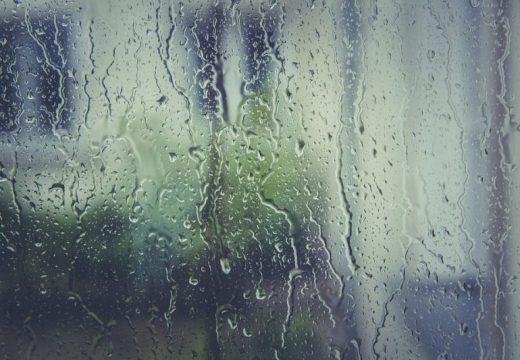 Жълт код за гръмотевични бури и силни валежи в цялата страна