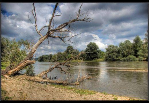 След замърсяването на река Марица – доставят 80 т минерална вода в района на Димитровград