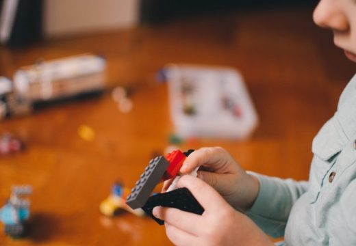 Lego спря производството на боен самолет