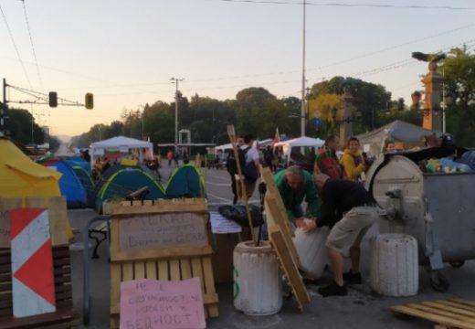 Блокадите на ключови кръстовища в София продължават