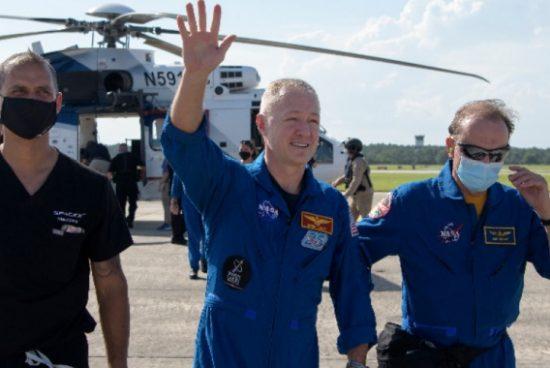 """Капсулата на """"SpaceX"""" се завърна на Земята"""