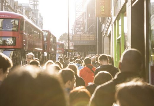 Британската икономика изпадна в рецесия след най-тежкия срив в Европа заради пандемията