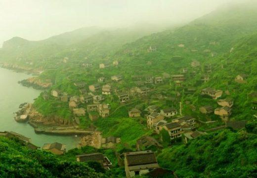 Изоставеното селище в Китай, погълнато от природата