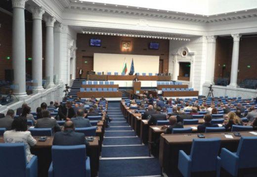 Народното събрание реши ЦИК да наеме или да закупи машините за гласуване, президентът ще наложи вето