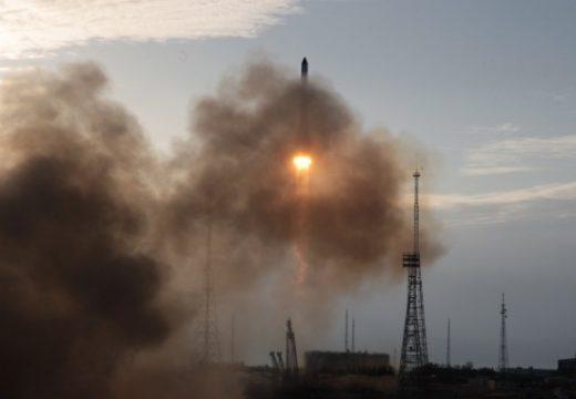 SpaceX изстреля успешно астронавти на мисия до Международната космическа станция