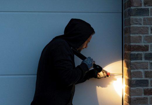 Повече сигурност за гаражни секционни врати