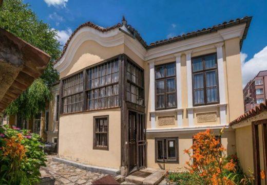 """Един различен поглед към дом """"Петко Стайнов"""" в град Казанлък"""